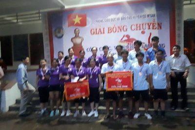 Đội bóng chuyền nam trường THCS Hoàng Văn Thụ giành huy chương bạc giải bóng chuyền công chức – viên chức – lao động ngành giáo dục của huyện