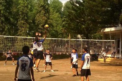 Đội bóng chuyền học sinh nam của trường đạt giải nhất hội khỏe phù đổng cấp huyện